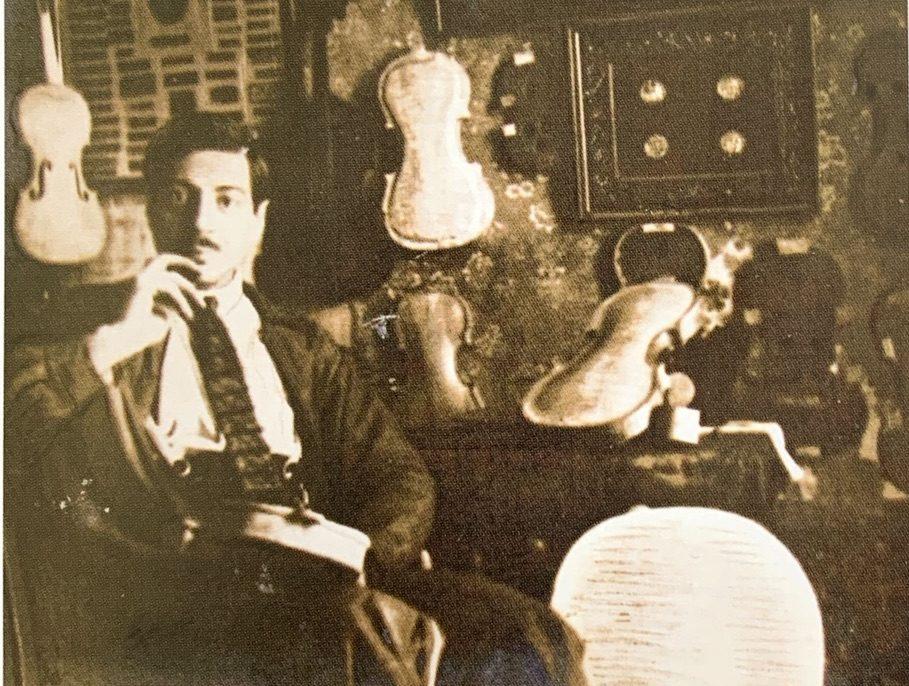 Alfredo Contino in his workshopAlfredo Contino in his workshop